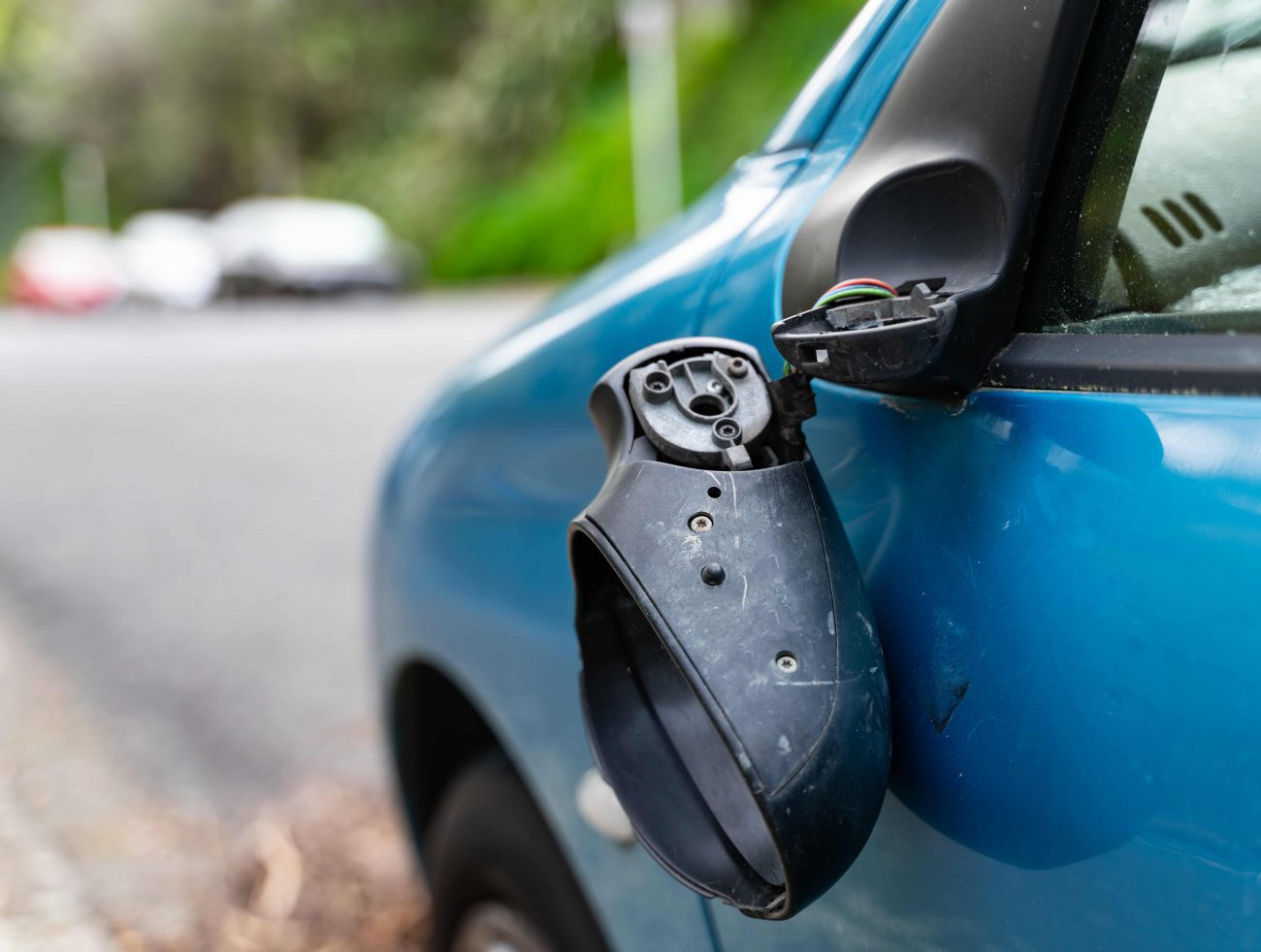 Does car insurance cover damaged wing mirrors?
